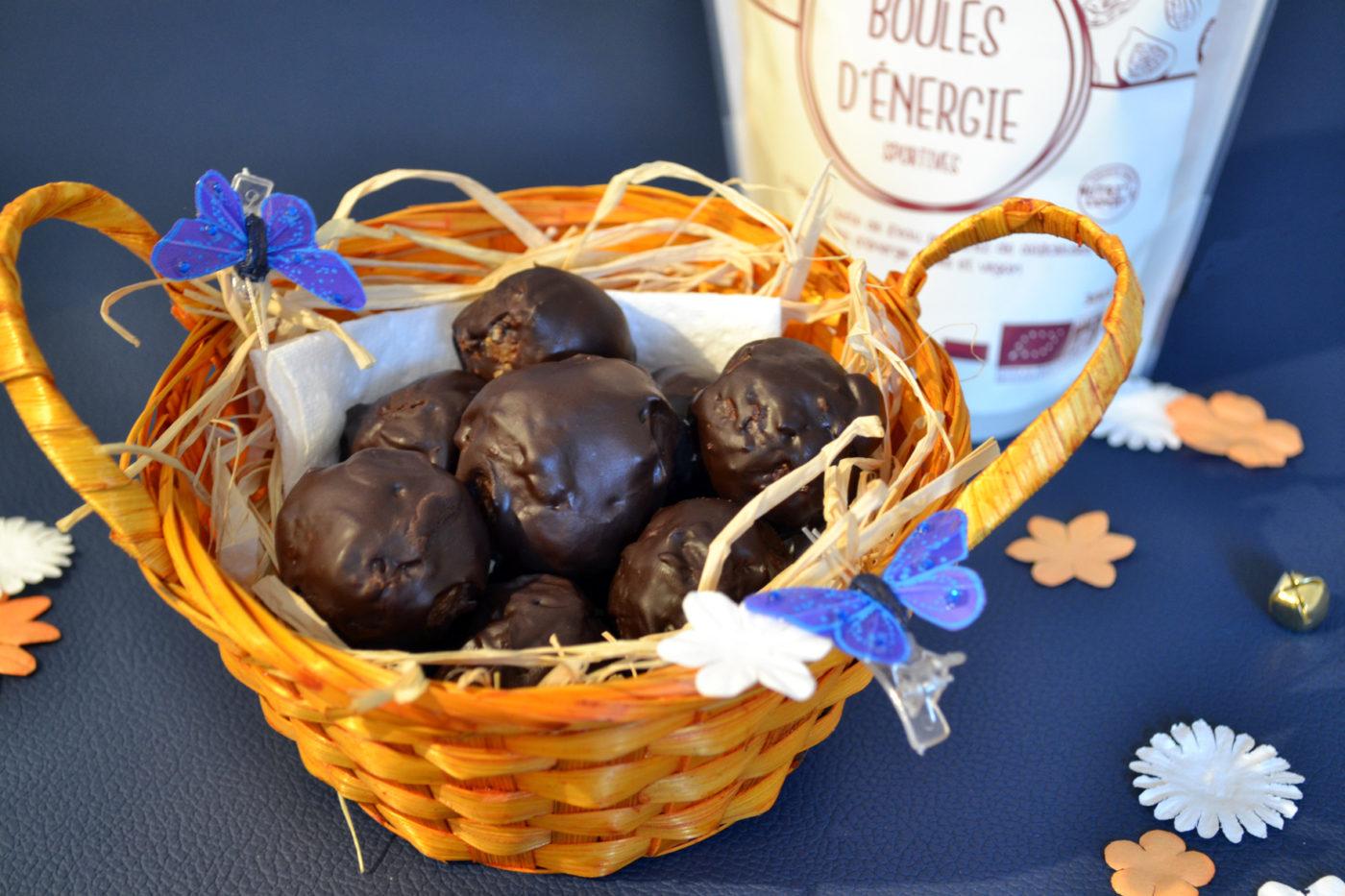 oeufs de Pâques au chocolat avec les boules d'énergie Uberti
